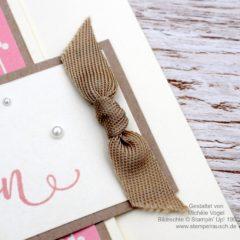 Video-Anleitung: Einen flachen Knoten auf Karten binden