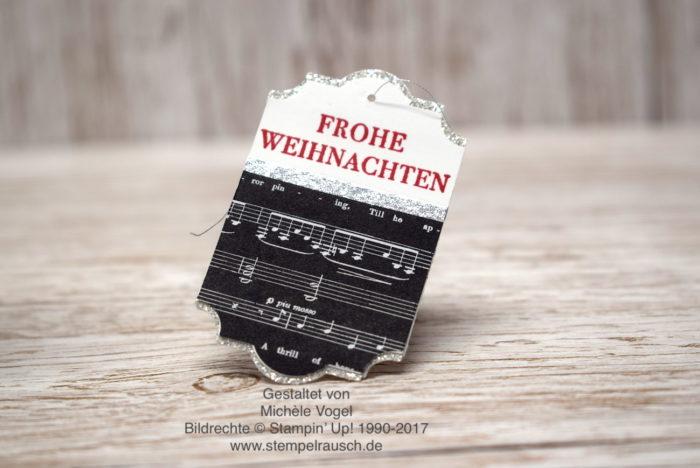 Weihnachtliche Anänger basteln mit der Stanze Etikett für jede Gelegenheit, Stempel aus Weihnachten daheim, Glitzerpapier in Silber und Designerpapier Weihnachtslieder - Stampin' Up! www.stempelrausch.de